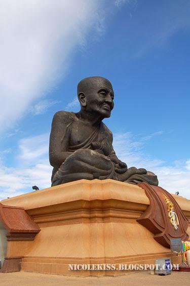 world largest Luang Poh Tuad's sculpture at Wat Huay Mongkon