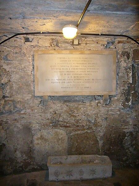 File:Pigna - s Marco cripta memoria deposizioni 1190048.JPG