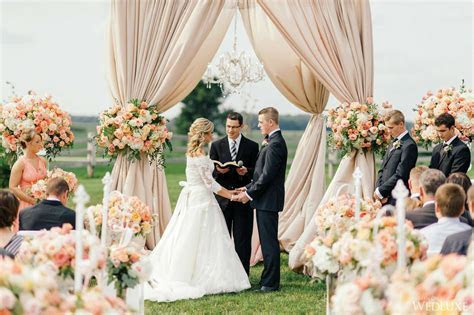 10 Wonderful Wedding Altar Ideas for Your Indoor and
