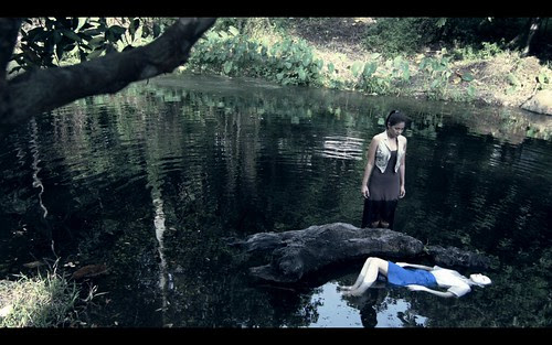 [FLOATING SUN] Fiona (Emily Lim 林佩琦) and the drowned corpse of Xiao Hui (Candy Lee 李佳洁)