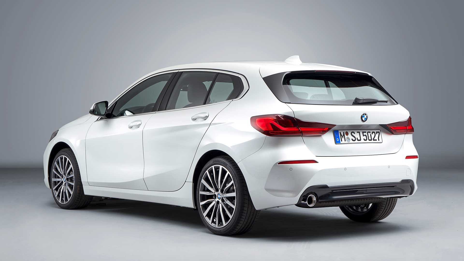 2020 Bmw 1 Series 118i Color Mineral White Metallic Rear Three Images, Photos, Reviews