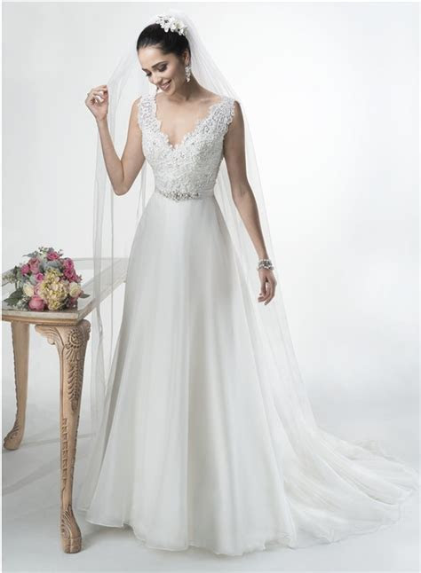 A Line Scalloped V Neck Open Back Lace Organza Wedding