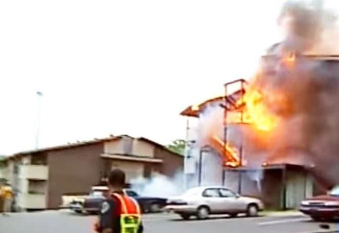 Un hombre es arrestado por entrar a su casa en llamas para salvar la vida de su perro