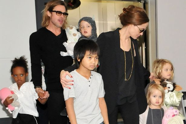 Brad and Angelina with Shiloh, Vivienne, Maddox, Knox and Zahara