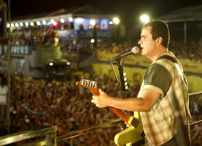 Ricardo Chaves puxa o bloco Bicho, um dos mais tradicionais do Carnatal (Foto: Alexandre Lago/Gshow)