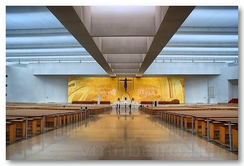 Interior da nova basílica de Fátima... by VRfoto