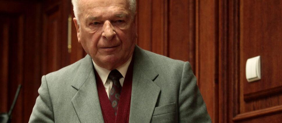 """""""Proszę Pana, by uczyniono to nie wcześniej jak w 5 lat  po śmierci Lecha Wałęsy"""". Kiszczak o udostępnieniu akt"""