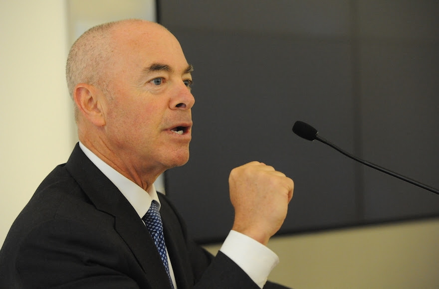 Alejandro Mayorías OU DC