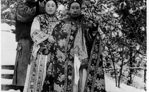 The tomb of Empress Dowager Cixi (right) was looted by a warlord in the 1920s. Photo: Courtesy of Hong Kong University Press