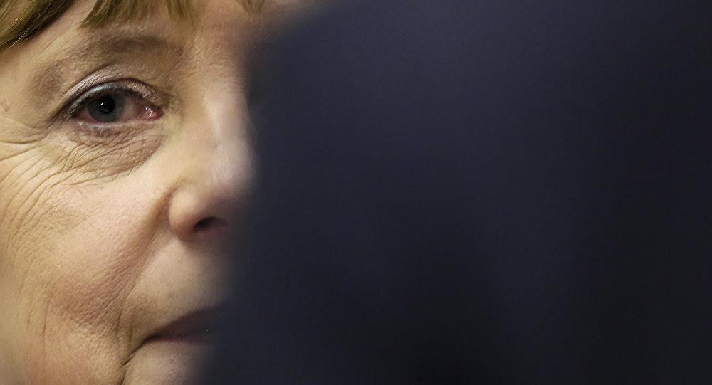 Hình ảnh Thủ tướng Đức cung cấp thông tin về ông Putin cho tình báo Anh số 1