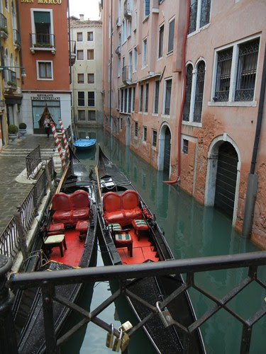DSCN1382 _ gondolas near La Fenice, Venezia, 13 October