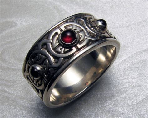 8 mm wide, Celtic wedding ring with garnets, 8th to 9th