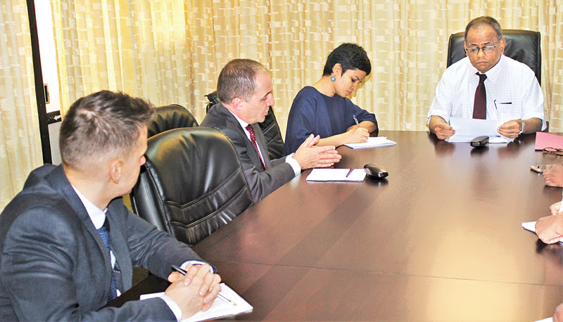 The British delegation in discussion with National Integration and Reconciliation Ministry Secretary V. Sivagnanasothy at the Ministry.