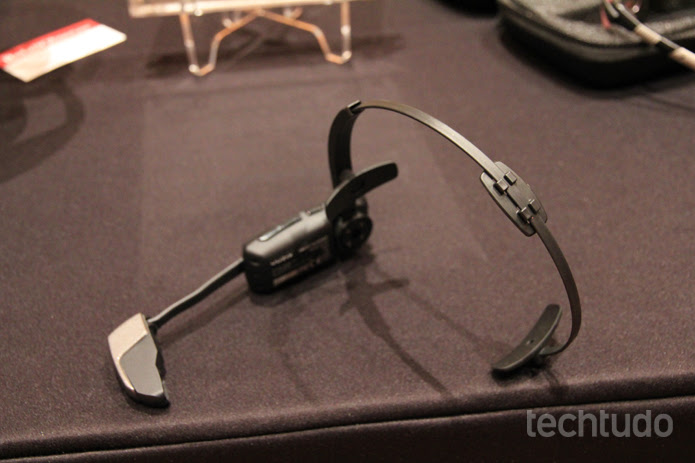 O Vuzix M100 tem autonomia para ficar com a tela ligada por até 2h30 (Foto: Isadora Díaz/TechTudo)