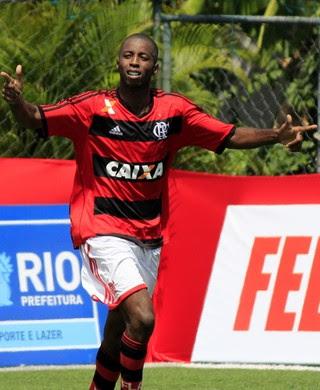 Mikimba marcou três vezes no primeiro jogo da final do Carioca futebol 7 (Foto: Davi Pereira/JornalF7.com)