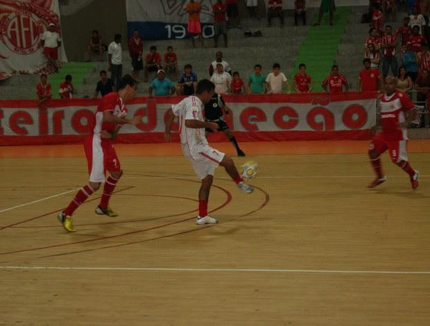 URV e América-RN fizeram jogo nervoso na decisão da Taça Cidade do Natal de Futsal (Foto: Augusto Gomes)