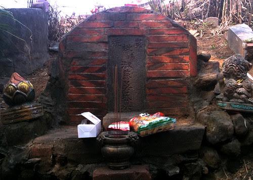 洪騰雲母親的墓