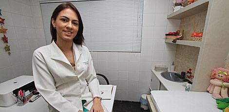 Larissa Vila Nova chega a gastar R$ 600 por mês para adquirir medicamentos para tratar a diabetes / Fernando da Hora/JC Imagem