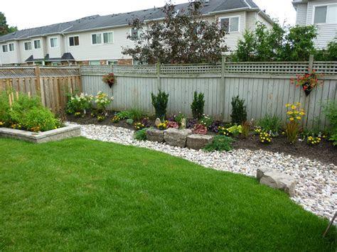 Backyard Landscaping Ideas With Fencing ? Wilson Rose Garden