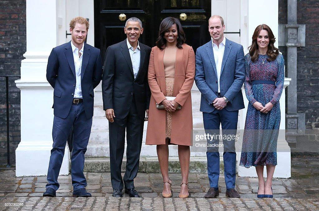 Książę Harry, prezydent USA Barack Obama, pierwsza dama Michelle Obama, książę William, książę Cambridge i Catherine, księżna Cambridge stanowią gdyż uczestniczyć w kolacji w Pałacu Kensington w dniu 22 kwietnia 2016 w Londynie, w Anglii.