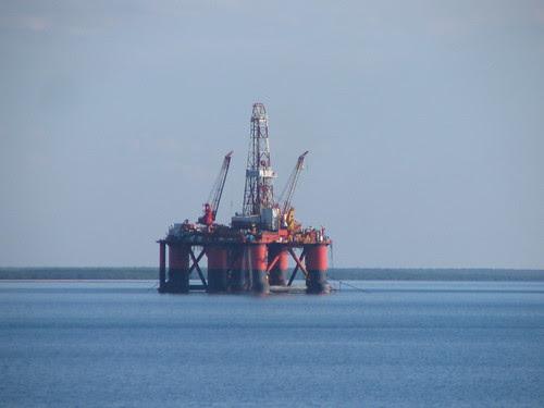 Oil Rig Maintenance in Darwin Harbour May 2006