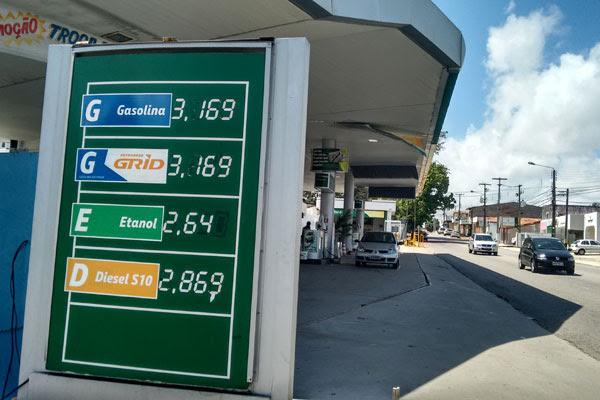Posto na Alexandrino de Alencar já está comercializando combustível com preço maior