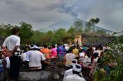 Jokowi: Jangan Sampai Ada Korban Letusan Gunung Agung