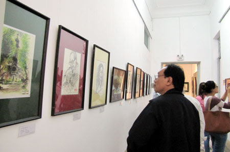 Self-taught artist displays portraits in HCM City