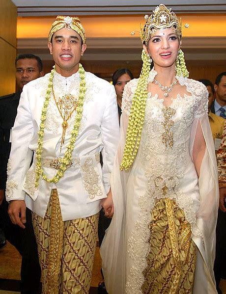 butik baju muslim terbaru  kebaya putih