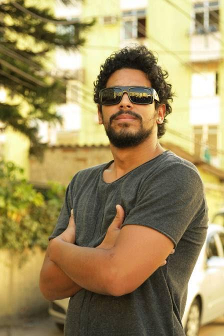Renan Monteiro é ator de teatro e TV