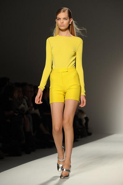 Max+Mara+Milan+Fashion+Week+Womenswear+2011+UF4SXQvAq3Zl
