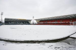 В Великобритании из-за снегопадов отменили 15 матчей