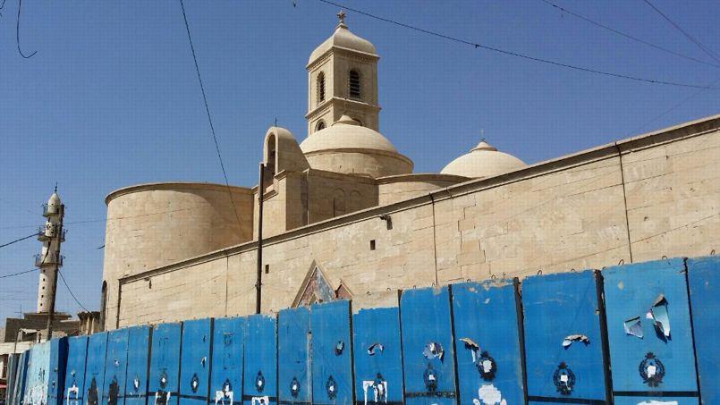 Fermée par les islamistes qui ont descendu la croix du clocher, l'église de la Vierge Marie à Mossoul a dû être abandonnée par les chrétiens qui ont fui la ville.