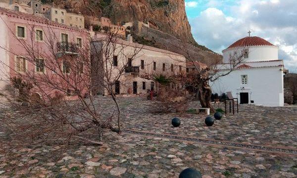 http://www.monemvasianews.gr/wp-content/uploads/2016/12/30.12.2016_Καταστροφές-στη-Μονεμβασία-λόγω-των-χθεσινών-ισχυρών-ανέμων_5.jpg