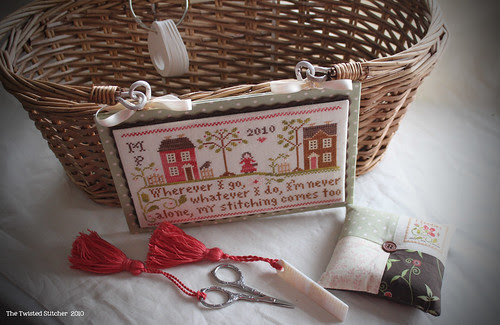 "Little House ""Travelling Stitcher"" basket and accessories"
