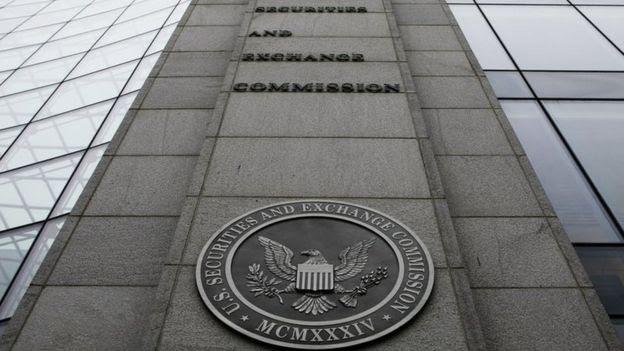 A SEC (Securities and Exchange Commission) é o órgão que regula os mercados de capitais nos EUA