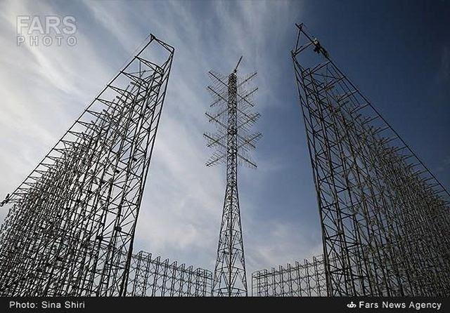 La Guardia de la Revolución Islámica (IRGC) presentó el lunes Qadir eliminado sistema de radar de matriz en un acto participado por el Comandante de Khatam ol-Anbia Defensa Aérea brigadier general Farzad Esmayeeli. El radar que puede detectar el vuelo hostil objetos de hasta 300 kilometros de altura y 1,100 kilómetros de distancia se probó en Payambar-e Azam (el gran mensajero) 6 juegos de guerra en 2011.