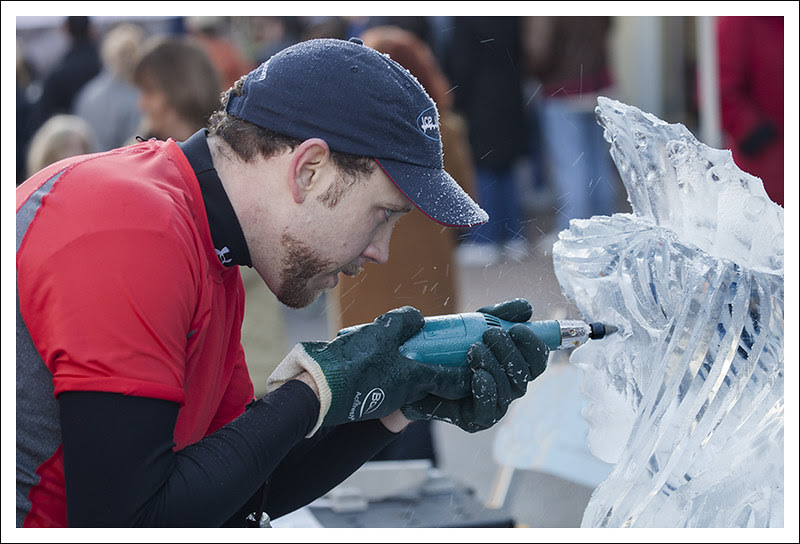Ice Carving in St Charles 2013-01-26 1 (Poke In The Eye)