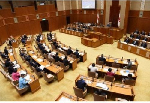 """Prefectural Assembly repeats request for closure of Futenma stating, """"Okinawa is not a colony"""""""