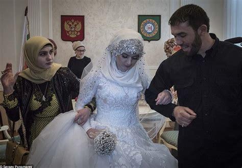 World?s Saddest Wedding Photos: 17 Year Old Russian Girl