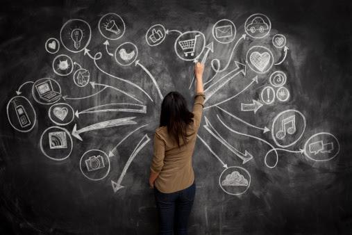 Girl drawing social meida icons on chalkboard : Stock Photo