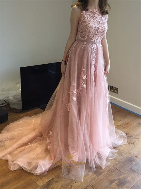 Elegant Sleeveless Applique Embellished Tulle Ball Gown
