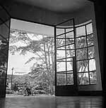 Tuin, bezien vanuit studiogebouwencomplex van...