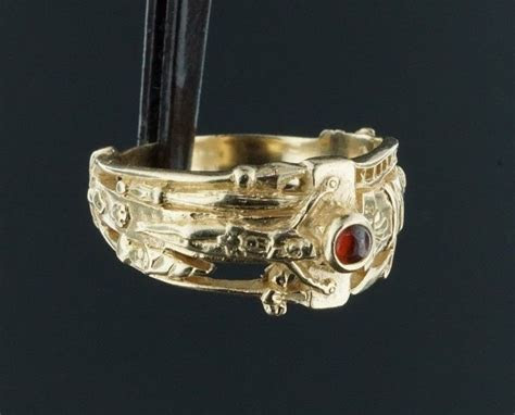 Retired James Avery 14k Gold Ring Martin Luther w/ Garnet