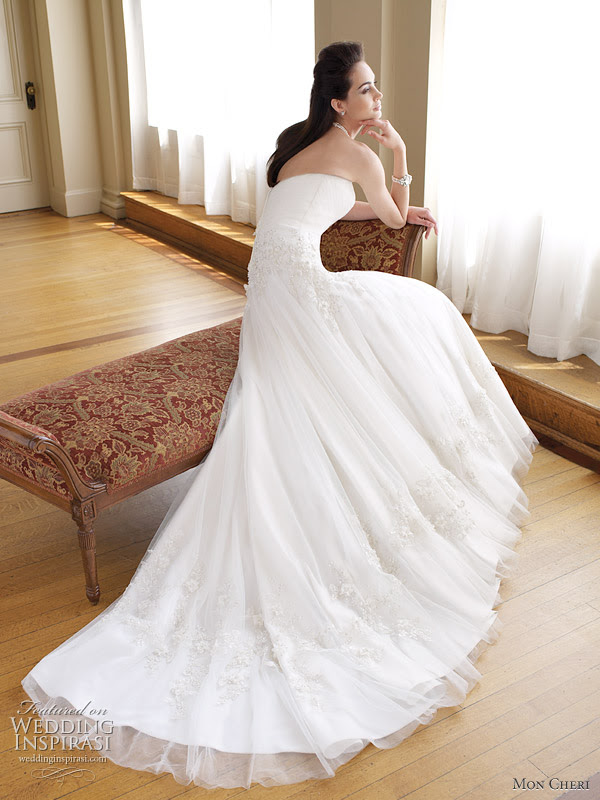 Dakota wedding dress 2011 Strapless tulle and lace full Aline gown with
