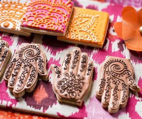 20 Beguilingly Beautiful Mehendi Favors That Every Bride