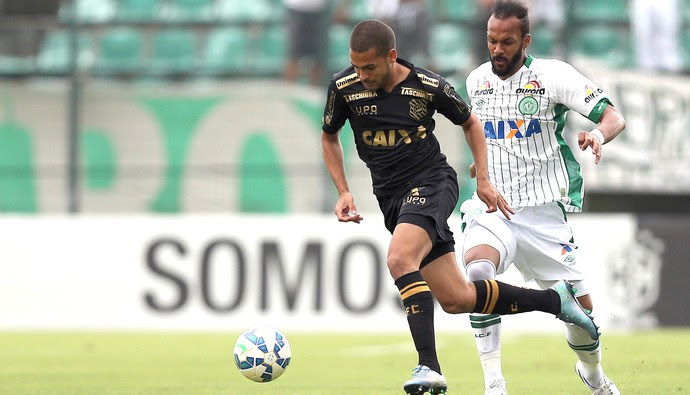 Clayton e Bruno Silva, Figueirense X Chapecoense (Foto: Cristiano Andujar / Estadão Conteúdo )