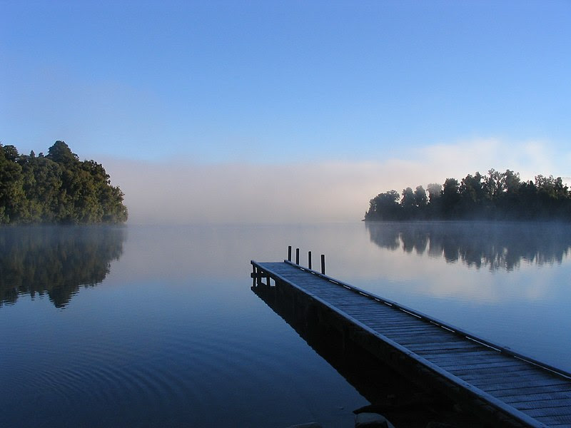 File:Lake mapourika NZ.jpeg
