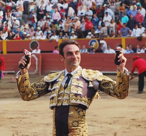 Enrique Ponce triunfa en Lima