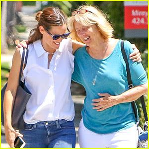 Jennifer Garner Walks Arm-in-Arm with Ben Affleck's Mom